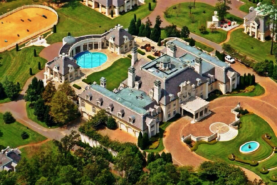House Of The Day The Biggest Mansion For Sale In America Can Be Yours For A Bargain 13 9 Million Mansions Big Mansions Mega Mansions