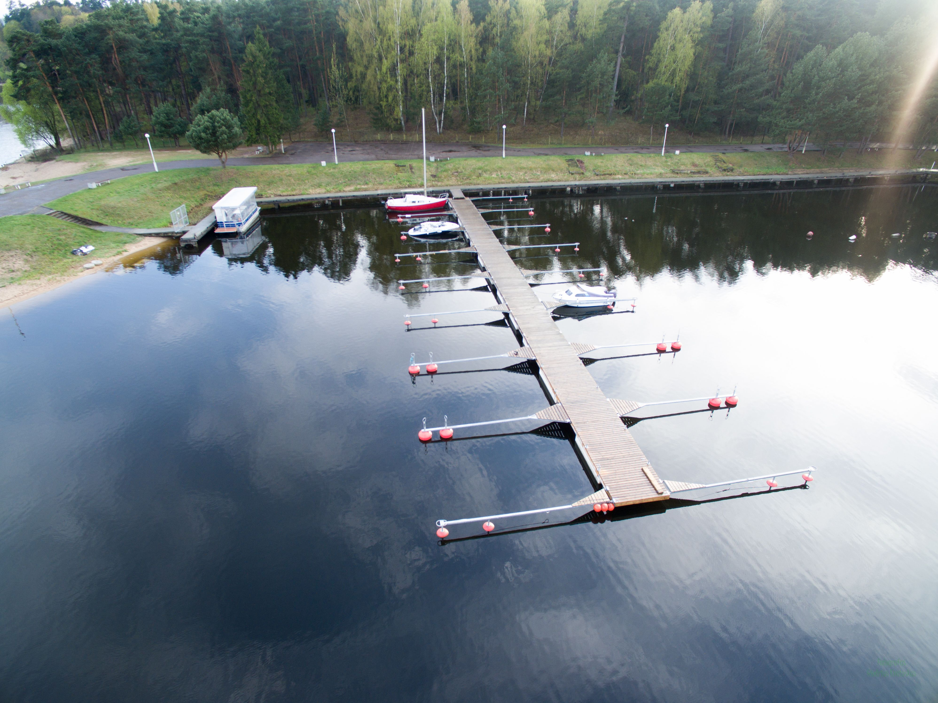 Instalations of pontoons for boats and pontoon
