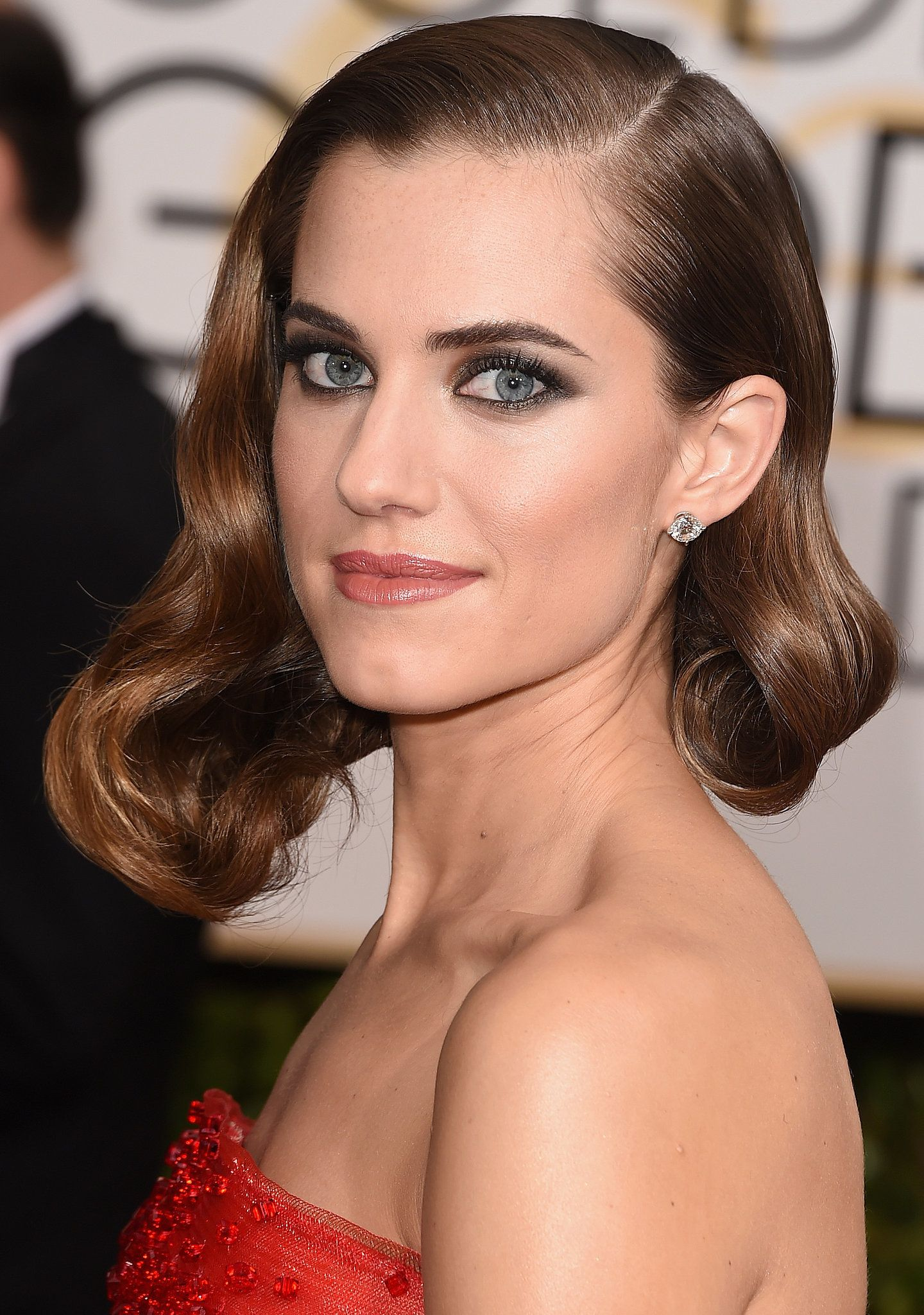 How to Get Allison Williams' Golden Smokey Eye From the Girls Premiere
