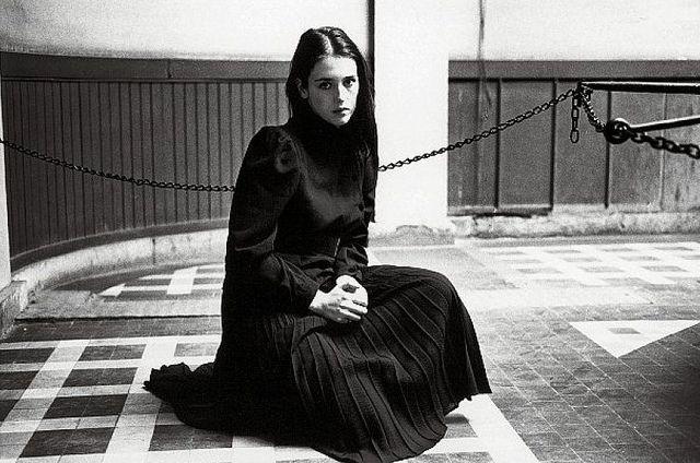 Isabelle Adjani    Hervé Guibert - 1980 - Paris, Jardin des Plantes.