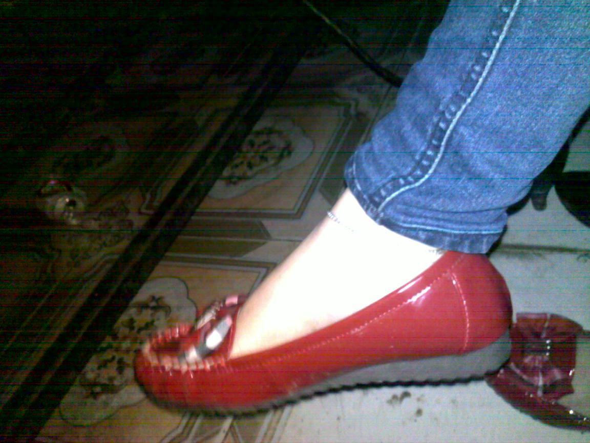 nấm cao -  cô bé đi giày đỏ