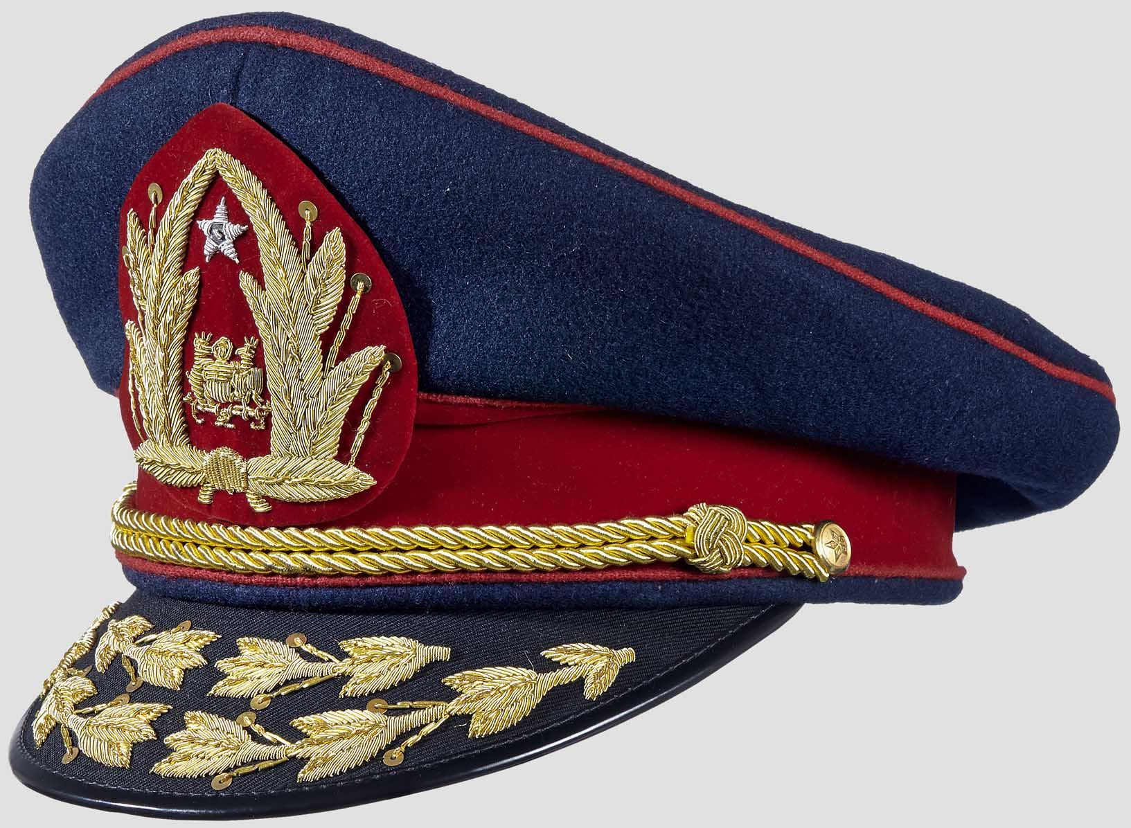 62bdbaa55aa Gorra de etiqueta del comandante en jefe del Ejército de Chile   Chilean  Army commander-in-chief s blue dress uniform visor cap.