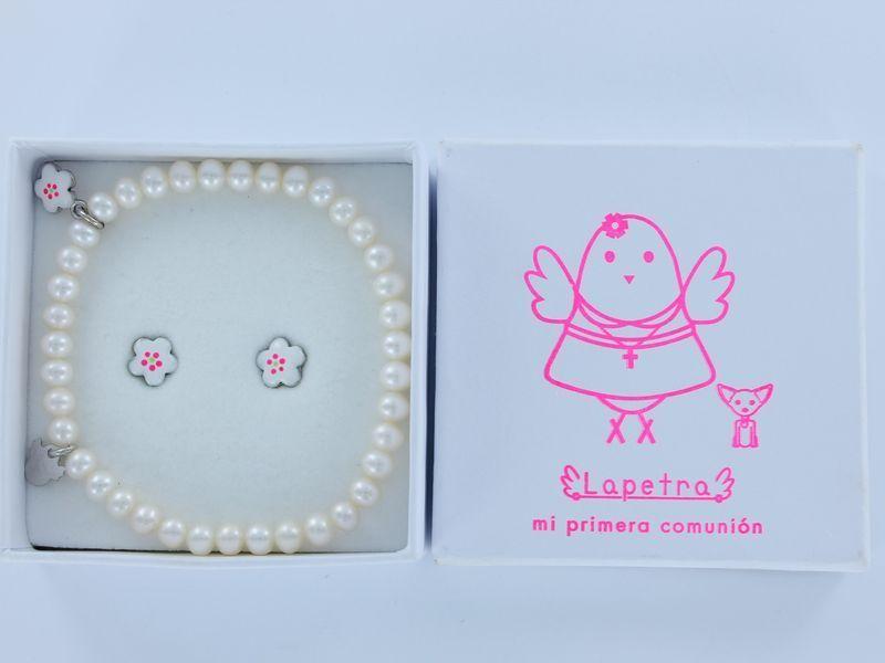 Conjunto de comunion con pendientes de flor y pulsera de perlas