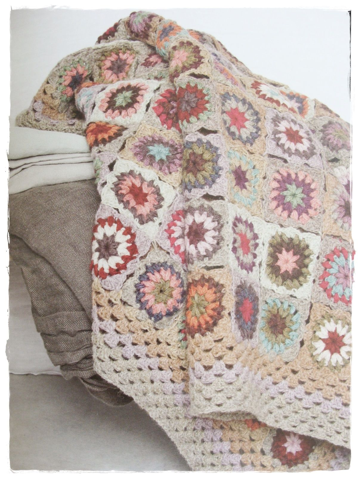 Granny Squares - Great blog for a look around. It is in German but ...