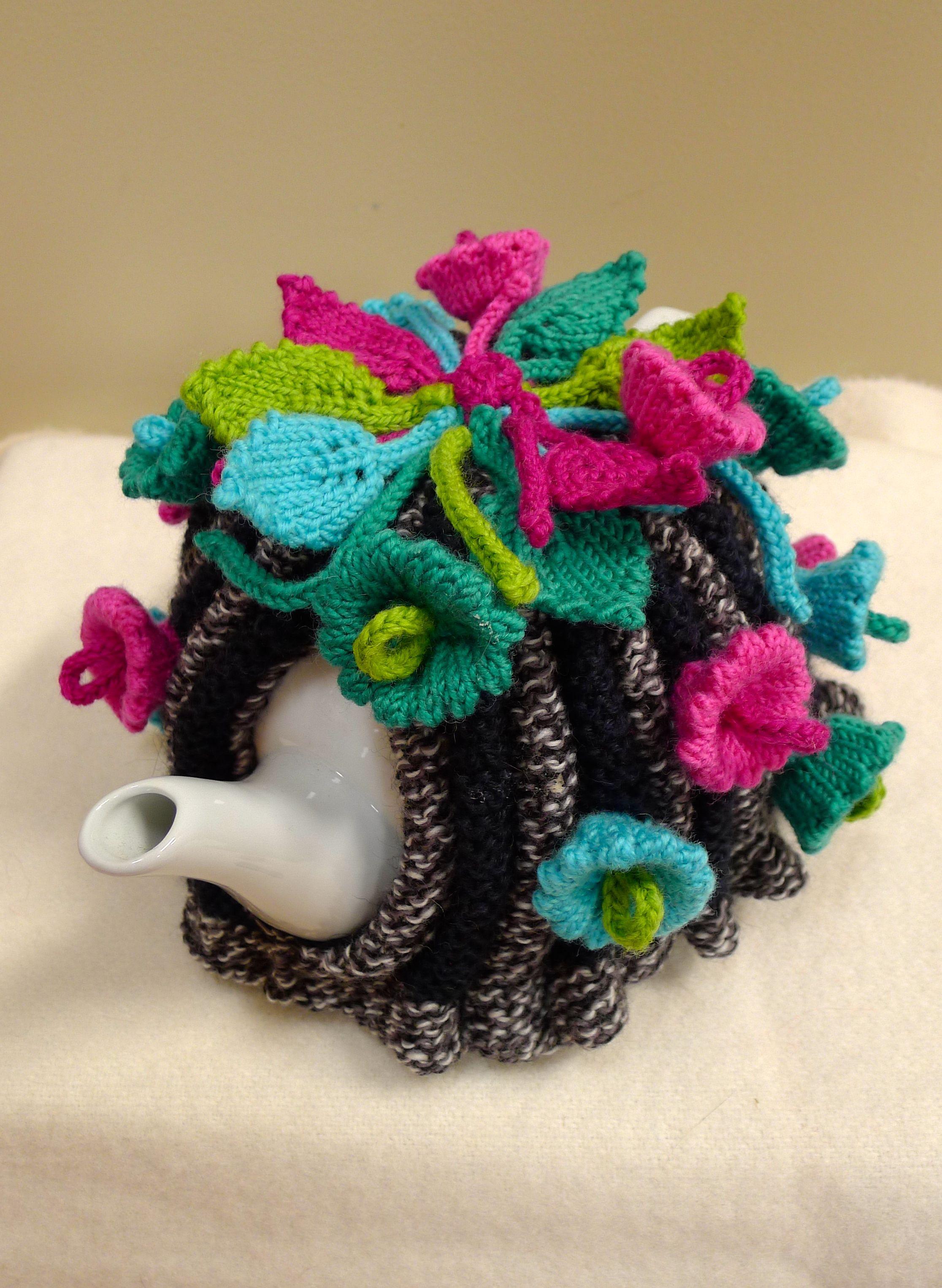Moon Flowers Tea Cosy -   Tea Cosies   Pinterest   Pijama