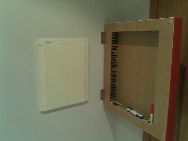 Ikea hack tapar el cuadro de la luz con una mesa lack ideas solo luces mesas - Tapa contador luz ...