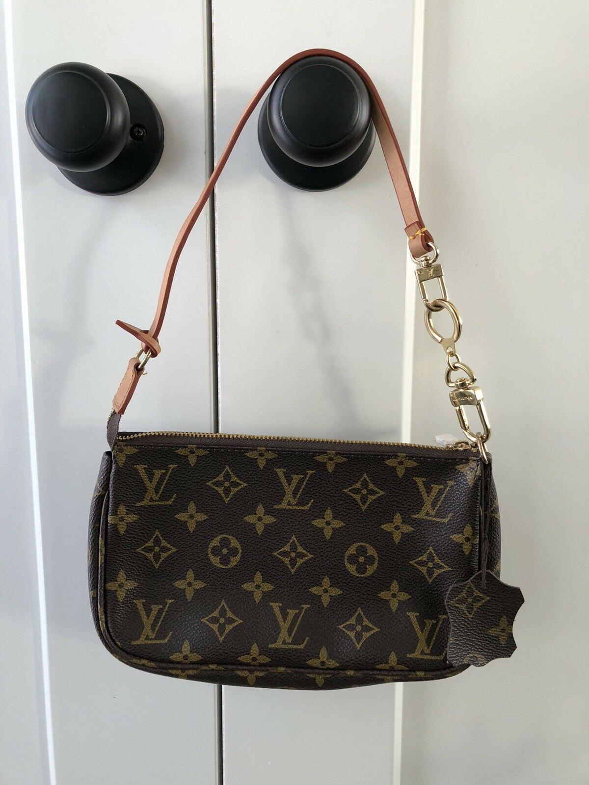 Louis vuitton handbag in 2020 louis vuitton small
