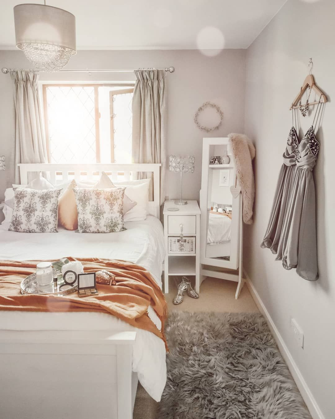 Grey bedroom decor doesnt have to be boring, splashes of ...