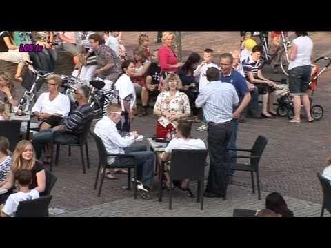 Flashmob U zij de glorie Spuiplein Spakenburg 21 04 2011 - YouTube