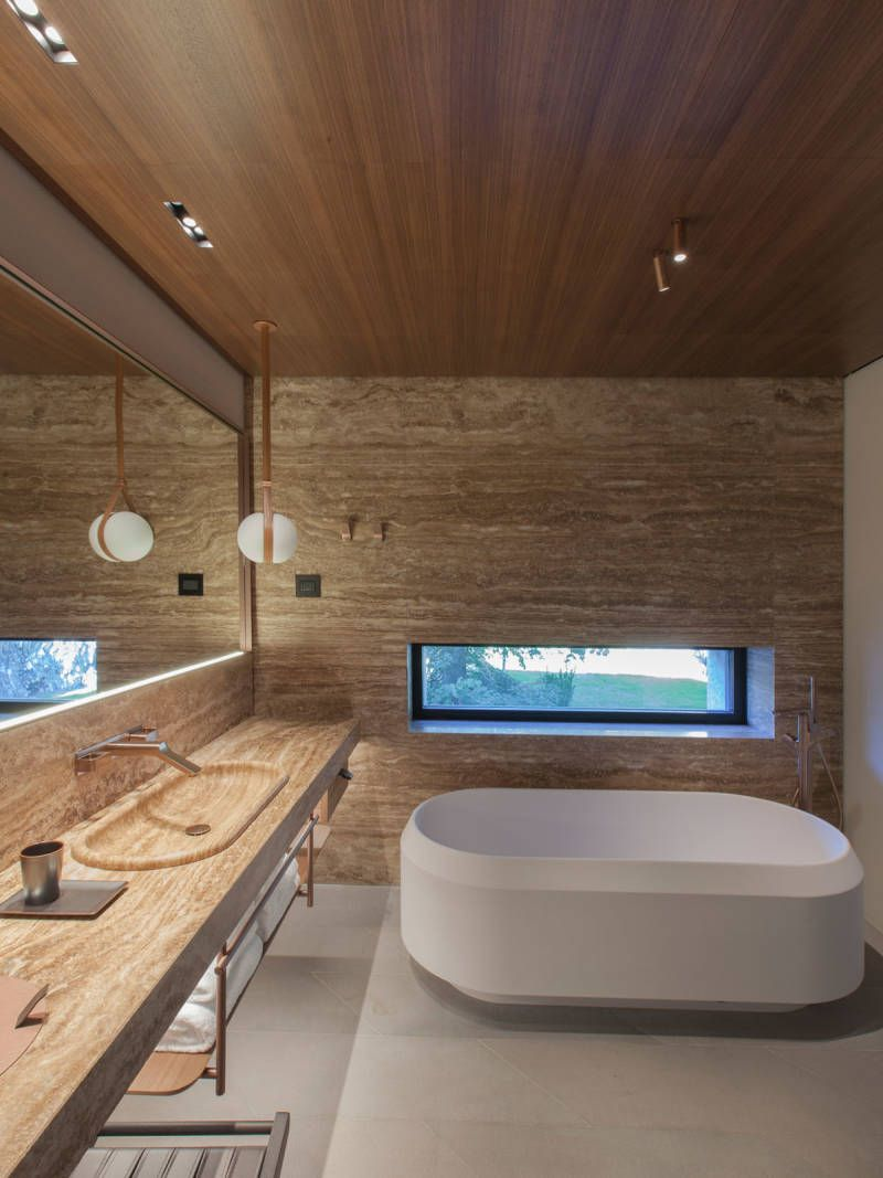 luxusbad mit farbigen armaturen im stilmix  luxusbad