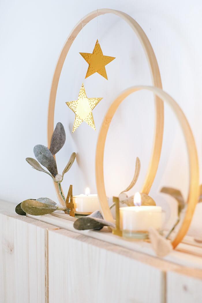 Do it yourself: Adventskranz aus Stickrahmen und Prägefolie
