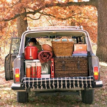 roadtrip!  old school station wagon, picnic basket and thermoses - go!