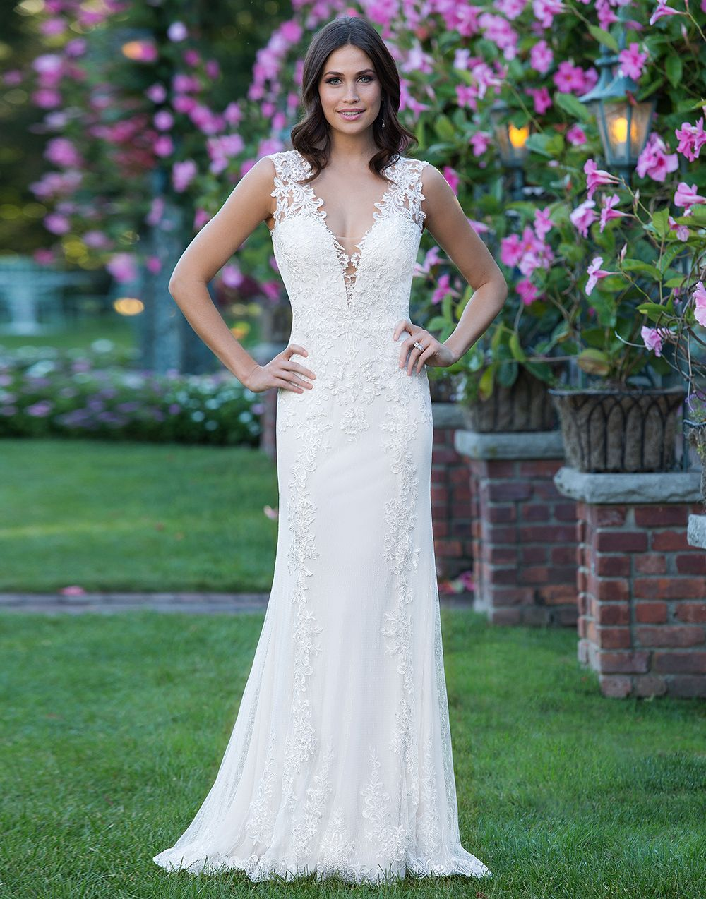 Sincerity brautkleid style 3913 A v-neck tulle gown with a sheer ...