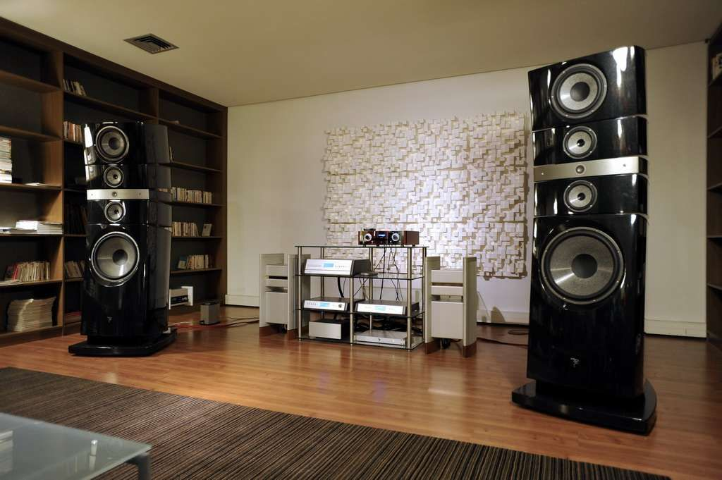 focal showroom grande utopia em halcro dm88 thorens. Black Bedroom Furniture Sets. Home Design Ideas