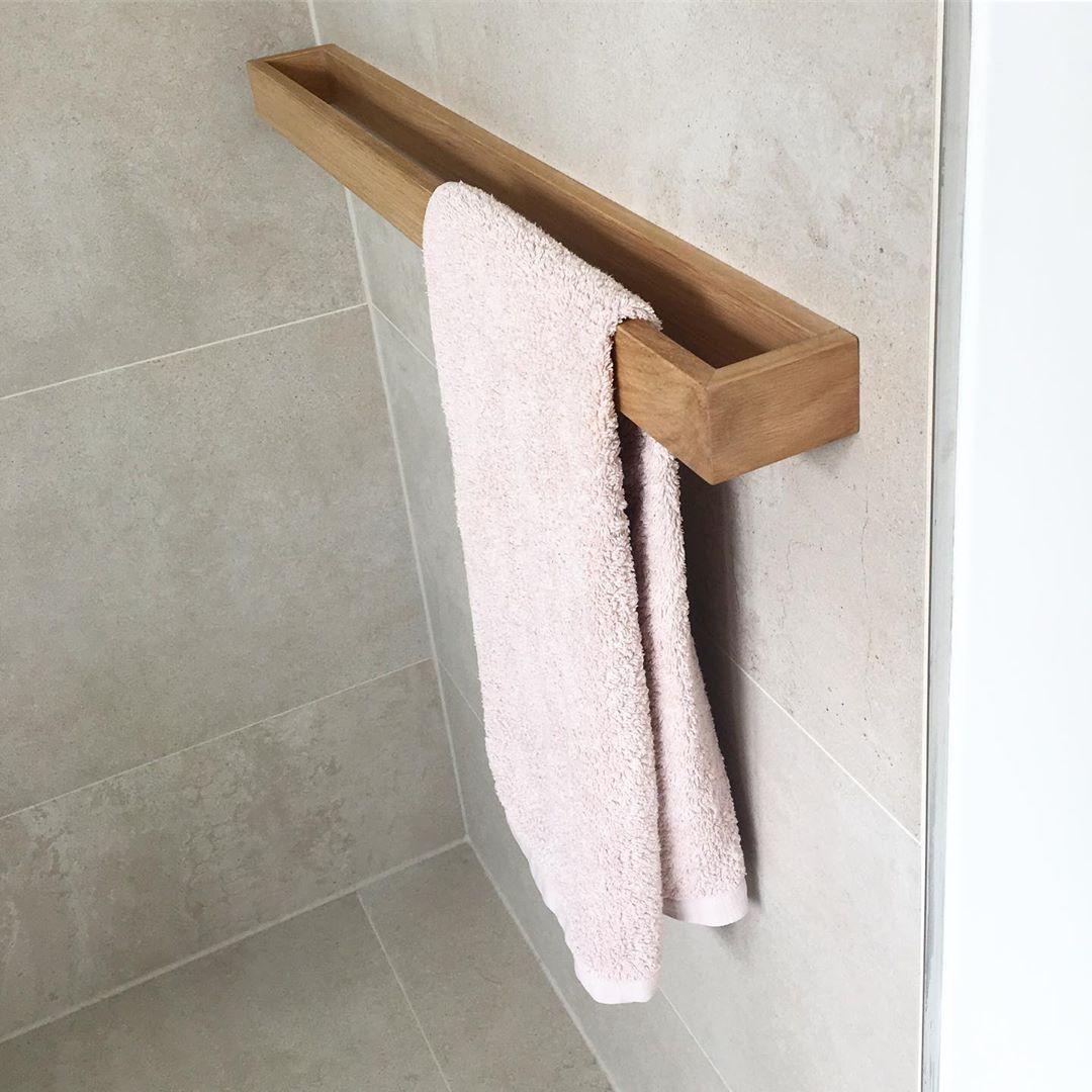 Pin Von Silvia Maria Auf Designer De Interior In 2020 Handtuchhalter Holz Kleines Wc Zimmer Und Badmobel Holz