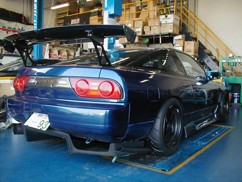 rear diffuser, ohh and look at the tread on the tire!
