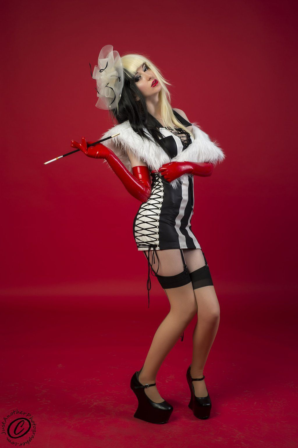 Pin On Cruella De Vil Cosplay