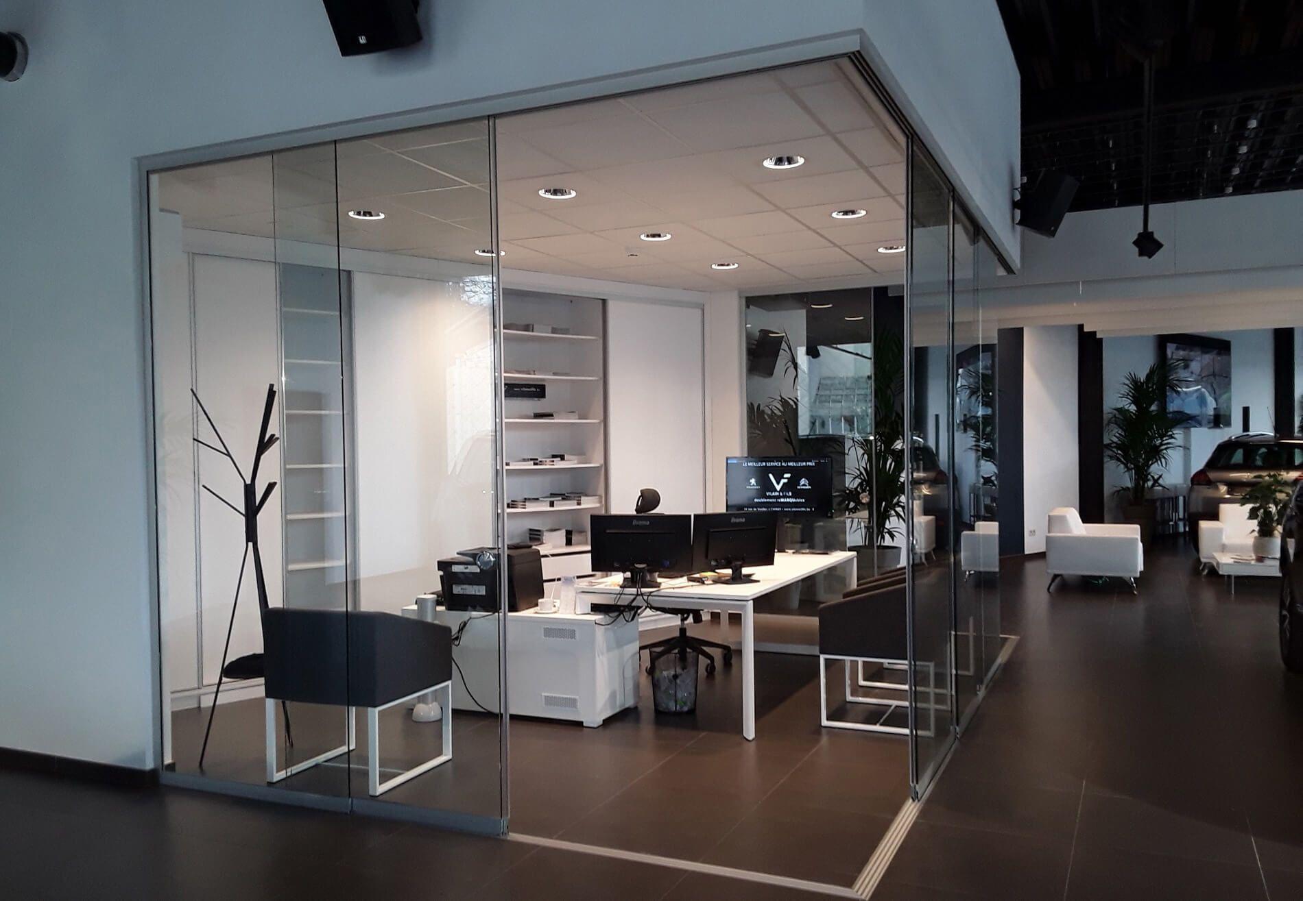 Glasverbau Büro mit flexiblen Glasschiebetüren von Sunflex