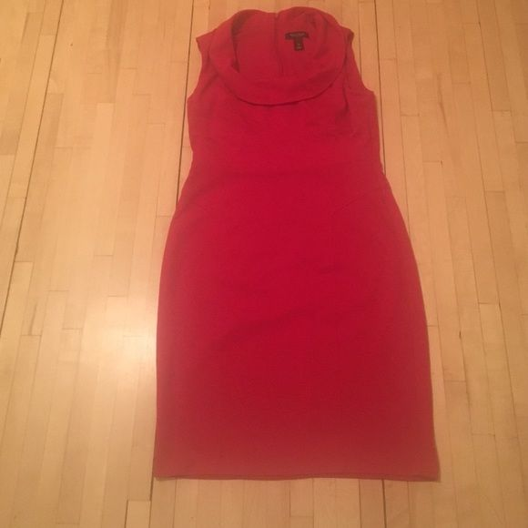 """White House black market dress size 8 Looking to channel your inner """"Jackie O"""" or """"Michelle Obama""""? This dress will do that for you! Gently worn with slight separation of the seam by the back zipper. White House Black Market Dresses"""