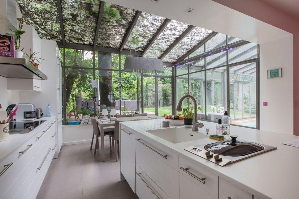 Maisons et Hôtels particuliers  les plus belles demeures de Paris - cuisine dans veranda photo