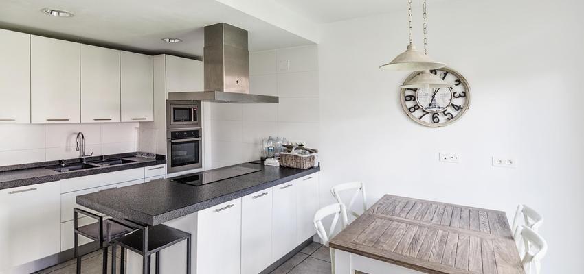 Comedor, cocina estilo moderno color beige, gris, negro diseñado ...