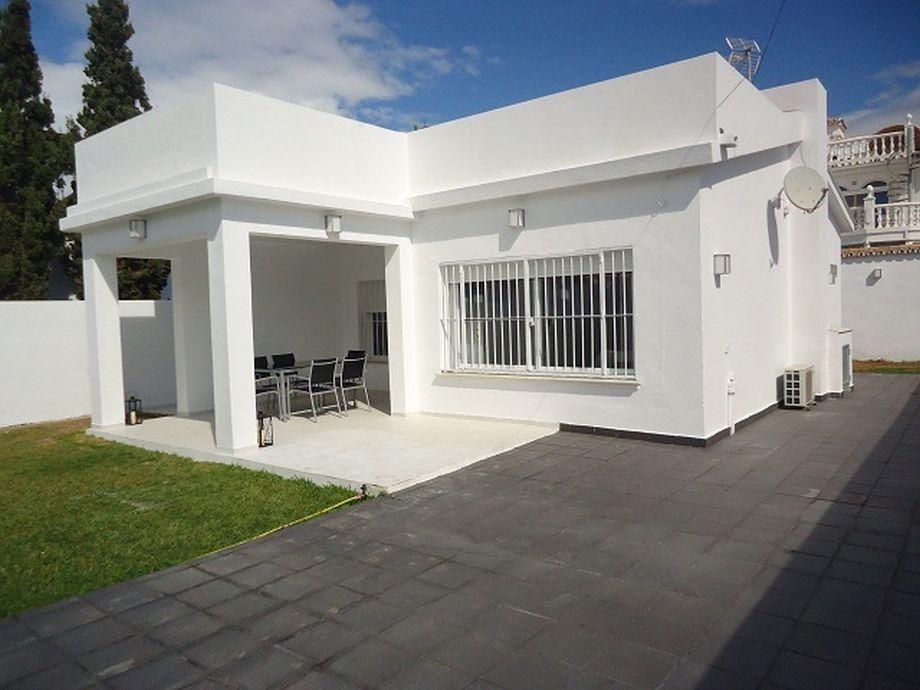 Casa independiente junto a la playa en Elviria - Marbella. 275 m2, 2 hab, 1 baño. Detached house very close to the beach in Elviria - Marbella. 275 m2, 2 bedrooms, 1 bath. 475.000 €