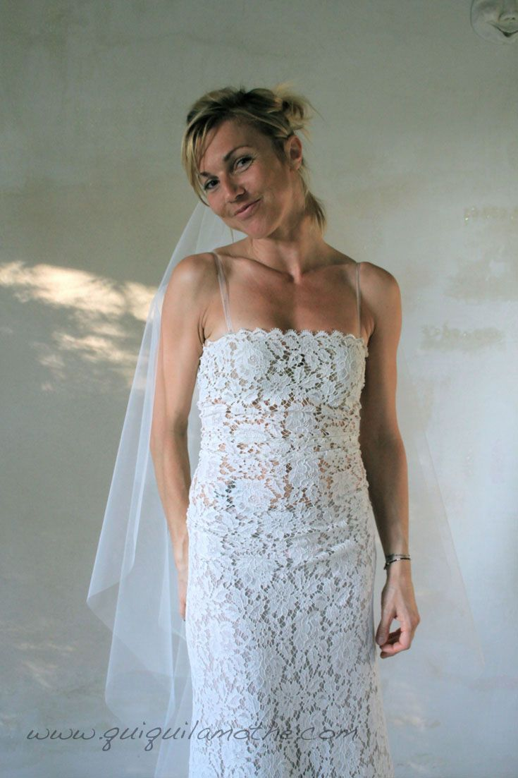 Robe de mariée en dentelle de Calais romantique. Robes