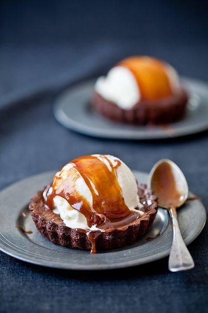 10 best summer dessert ideas - Dark Chocolate Brownies, Ginger Ice Cream & Salted Butter Caramel Sauce #summer #desserts #icecream