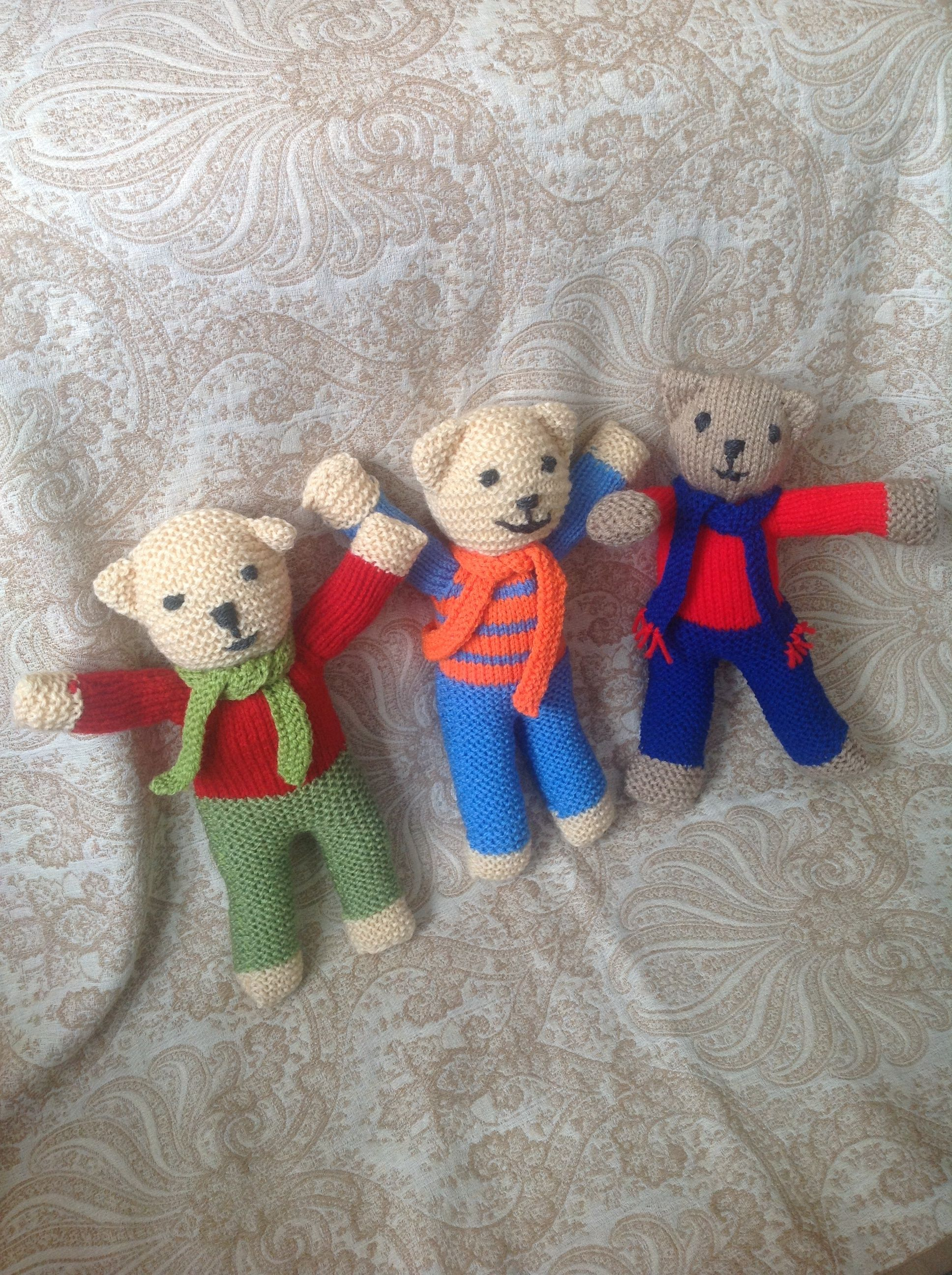 Little knitted teddies good for using up odd wool ...