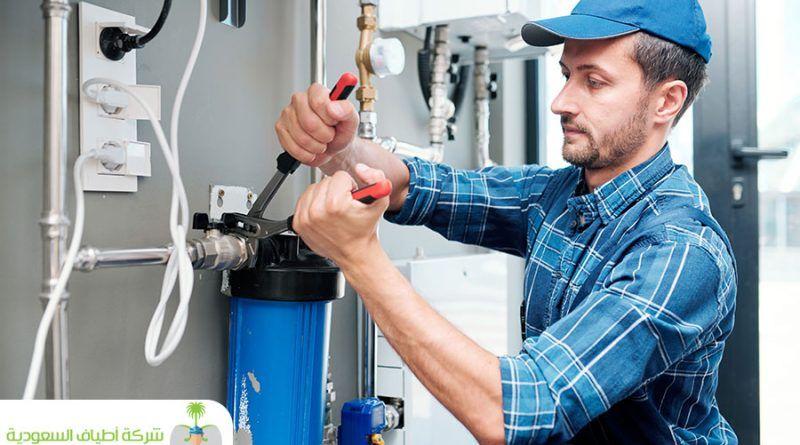 شركة كشف تسربات المياه بخليص أفضل عمالة لفحص وإصلاح تسربات المياه في الجدران Water Filtration Plumber Stock Photos