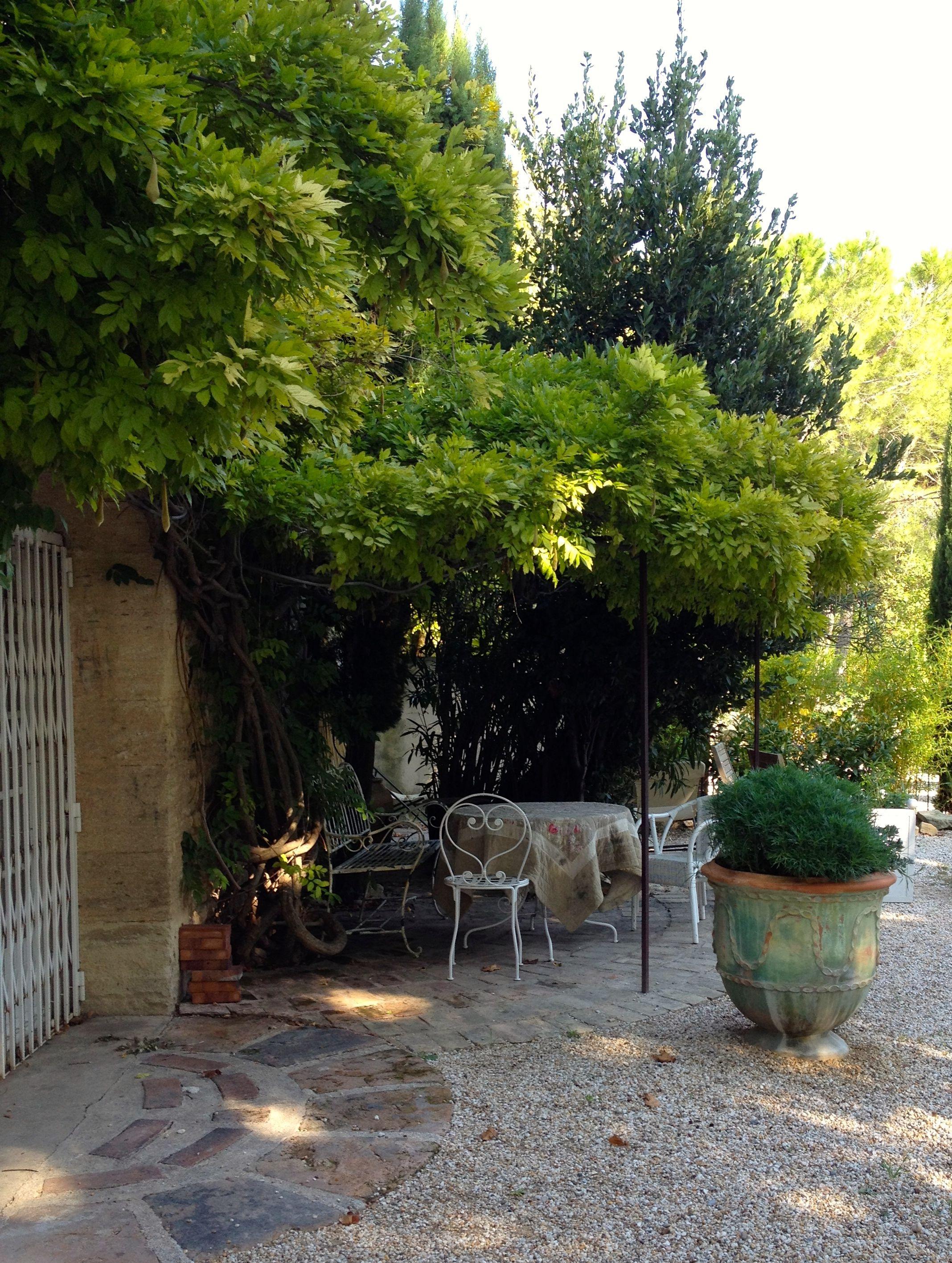 garden sitting area provencal provence model house ideas
