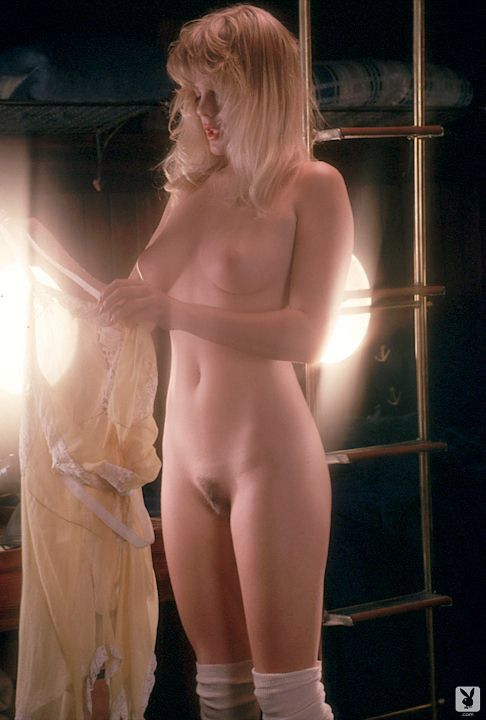 Erika Eleniak Nude Photo
