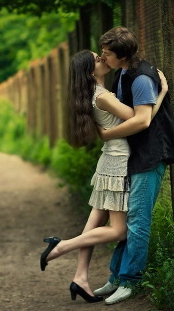 Couples Kissing Wallpapers