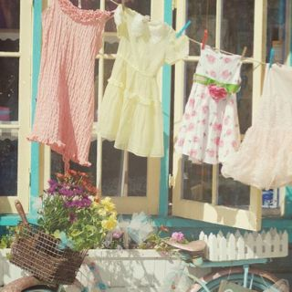 Twinkle Secret Shop via http://missdoctorchiclookbook.blogspot.com/?m=1