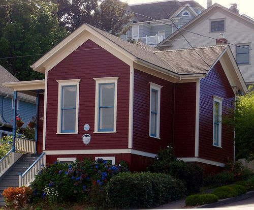 Best Burgundy Red Beige And Blue Victorian House Astoria Oregon In 2020 Red Houses Exterior 640 x 480