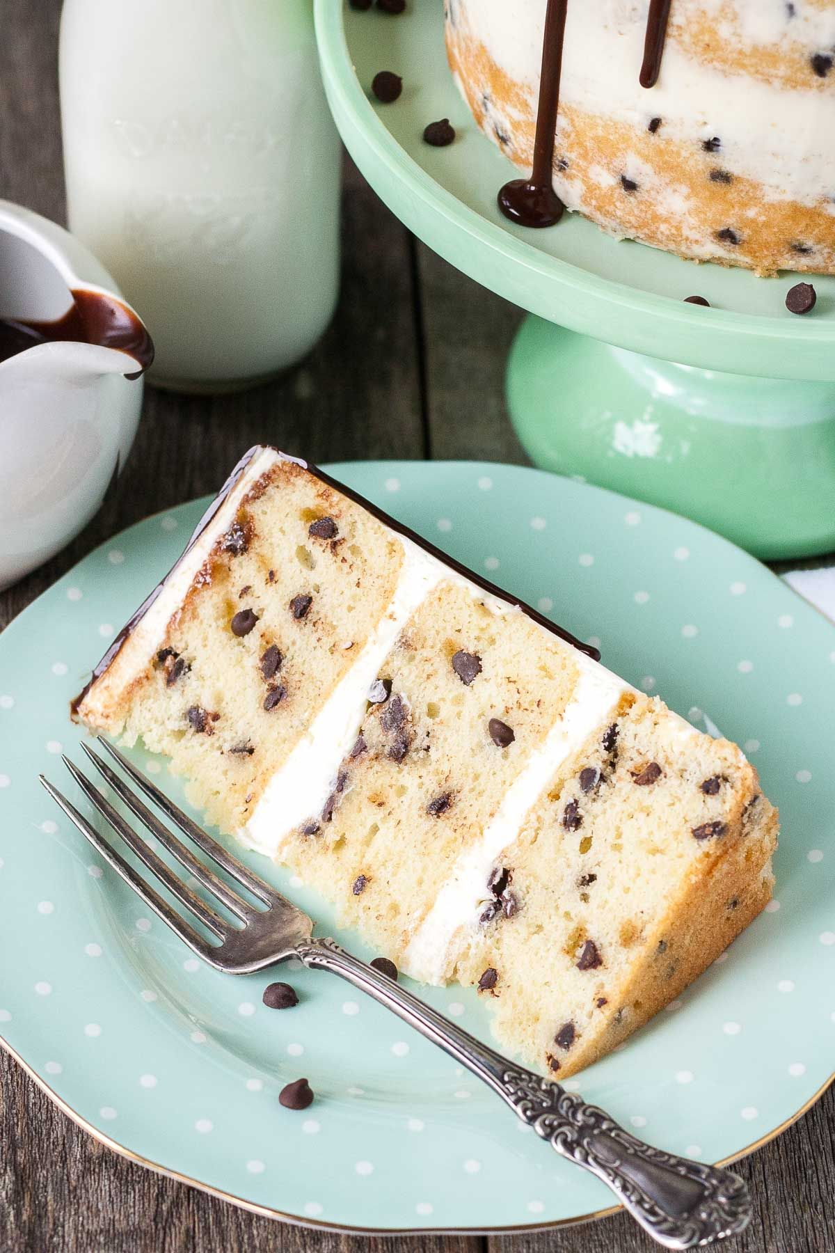 Milk & Cookies Cake! A childhood favorite gets an extreme makeover into this decadent Milk & Cookies Cake! | livforcake.com