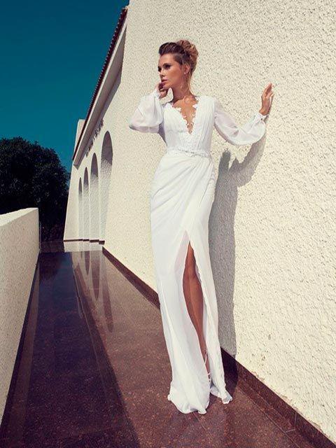vestido de novia tipo tubo, mangas julieta, escote profundo en v y