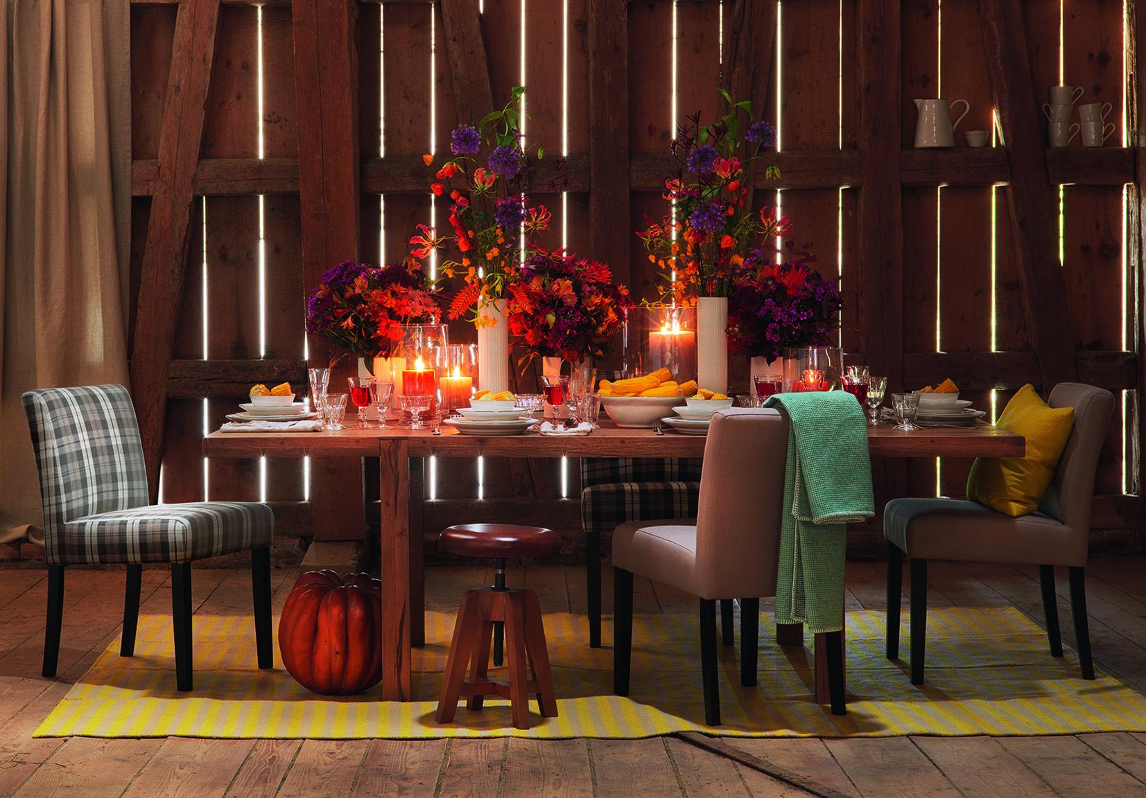 Corti Tisch Mit Tweed Stuhlen Lalasa Teppich Und Alejandra Geschirr Tisch Design Teppich