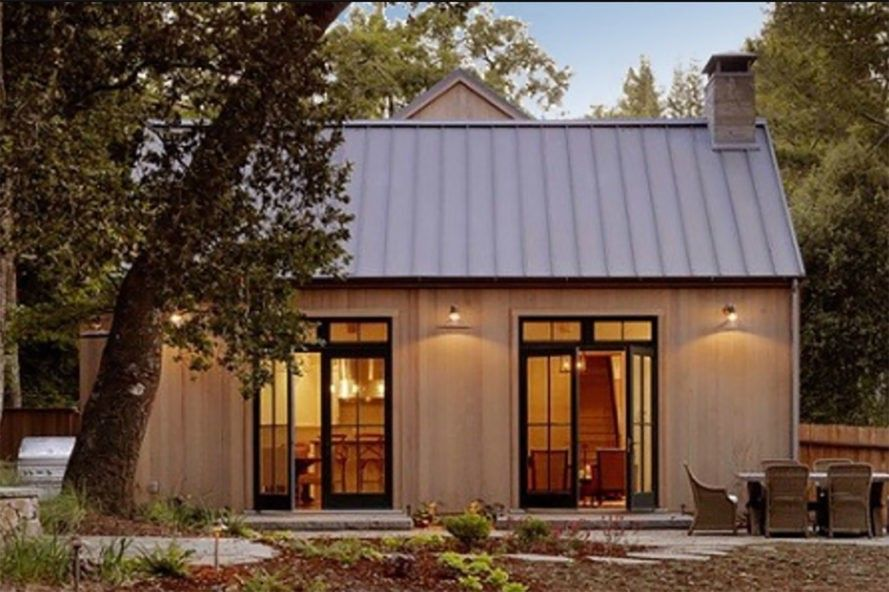 Forward Labs New Solar Roof Is 33 Cheaper Than Tesla S And It Can Be Installed In Half The Time Modern Farmhouse Exterior Farmhouse Exterior Solar Roof