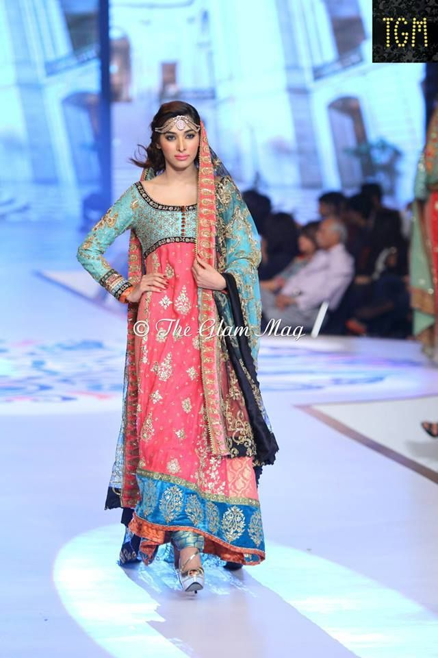 Latest pakistani mehndi dresses style 360