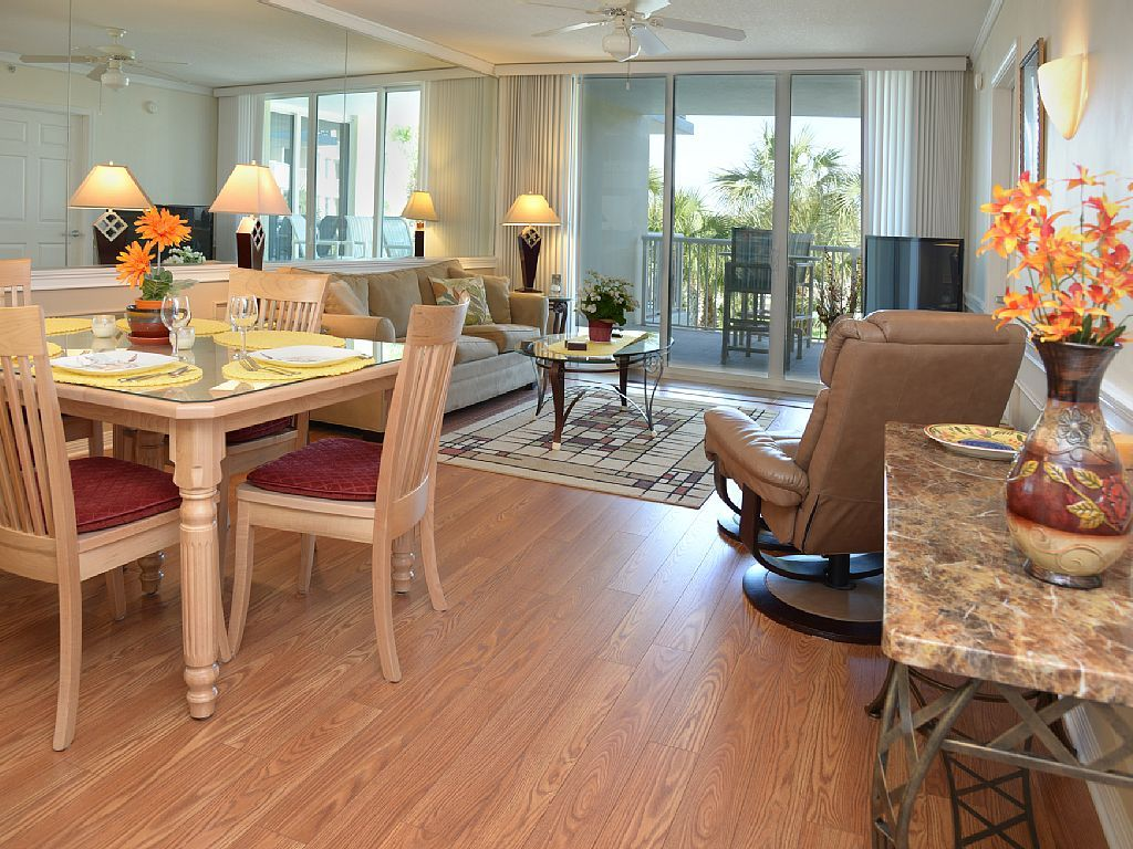 10 off select August days!! Great Condo! NEW... VRBO