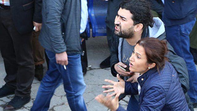 Diyarbakır Baro Başkanı Tahir Elçi'nin eşi sinir krizi geçirdi  http://www.modarehberiniz.com/diyarbakir-baro-baskani-tahir-elcinin-esi-sinir-krizi-gecirdi/ Moda Rehberiniz