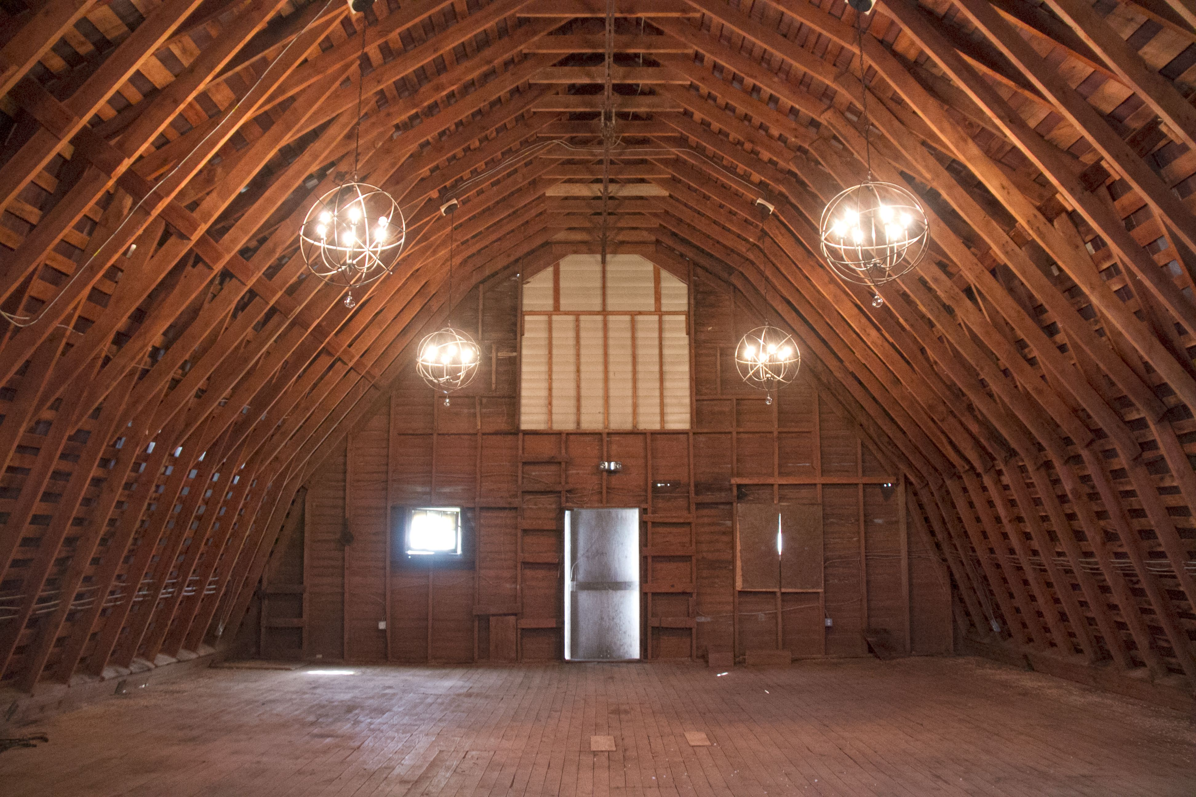 48 Fields Is A Rustic Wedding Venue In Leesburg Virginia Located Loudon County The Features Restored Dairy Barn For Weddings