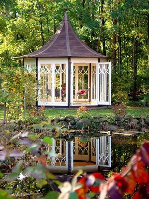 gem tliches teehaus der farbwandel des herbstes l sst sich aus den bodentiefen fenstern des. Black Bedroom Furniture Sets. Home Design Ideas