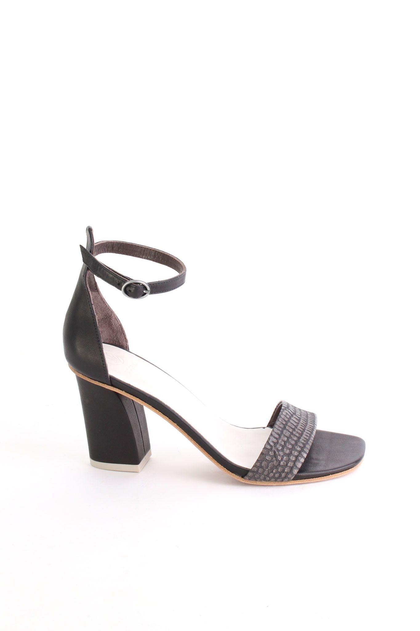 Caper sandal in Tejus Carbone/black