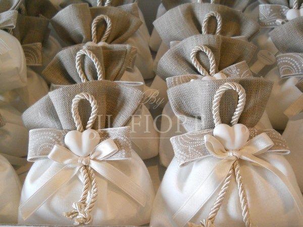 Sacchetto Shabby Chic Matrimonio Con Cuoricino Cod 321e Bomboniere Carta Da Parati Shabby Chic Salone Shabby Chic