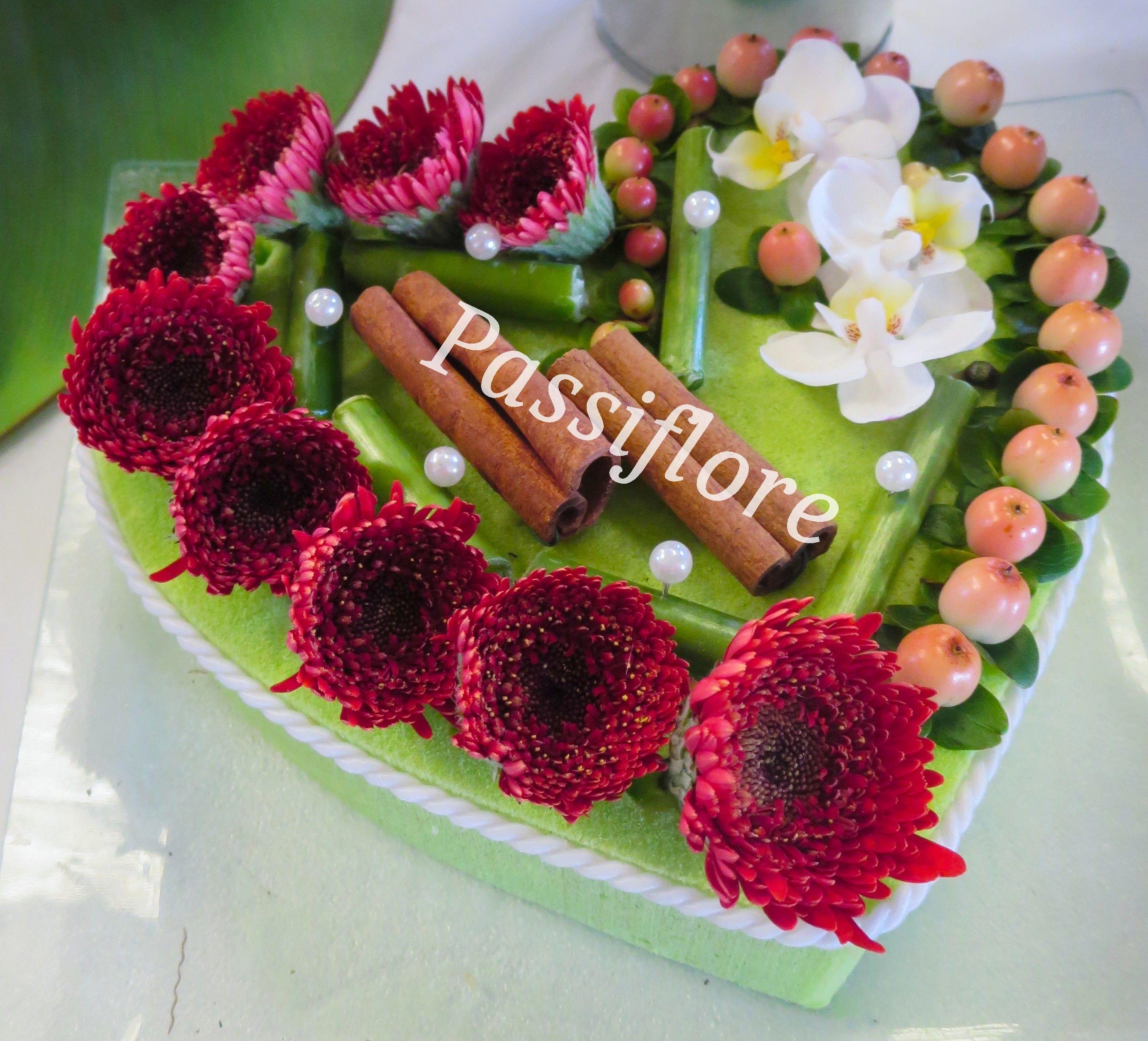 Composition Florale En Forme De Cœur Moderne Et Précieux