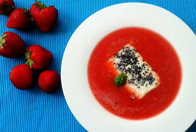 Das perfekte #Sommerrezept: Fruchtige #Gazpacho mit lauwarmen #Schafskäse #Wassermelone #Erdbeere