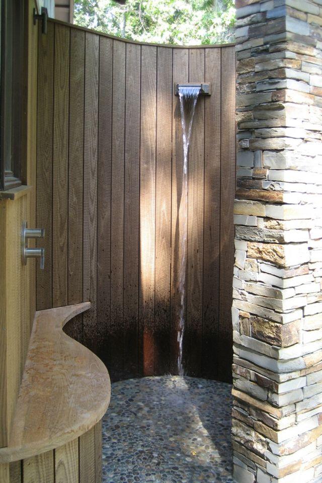 halbrunde Duschkabine im Freien Sitzbank gemütlich Outdoor - ideen gartendusche design erfrischung