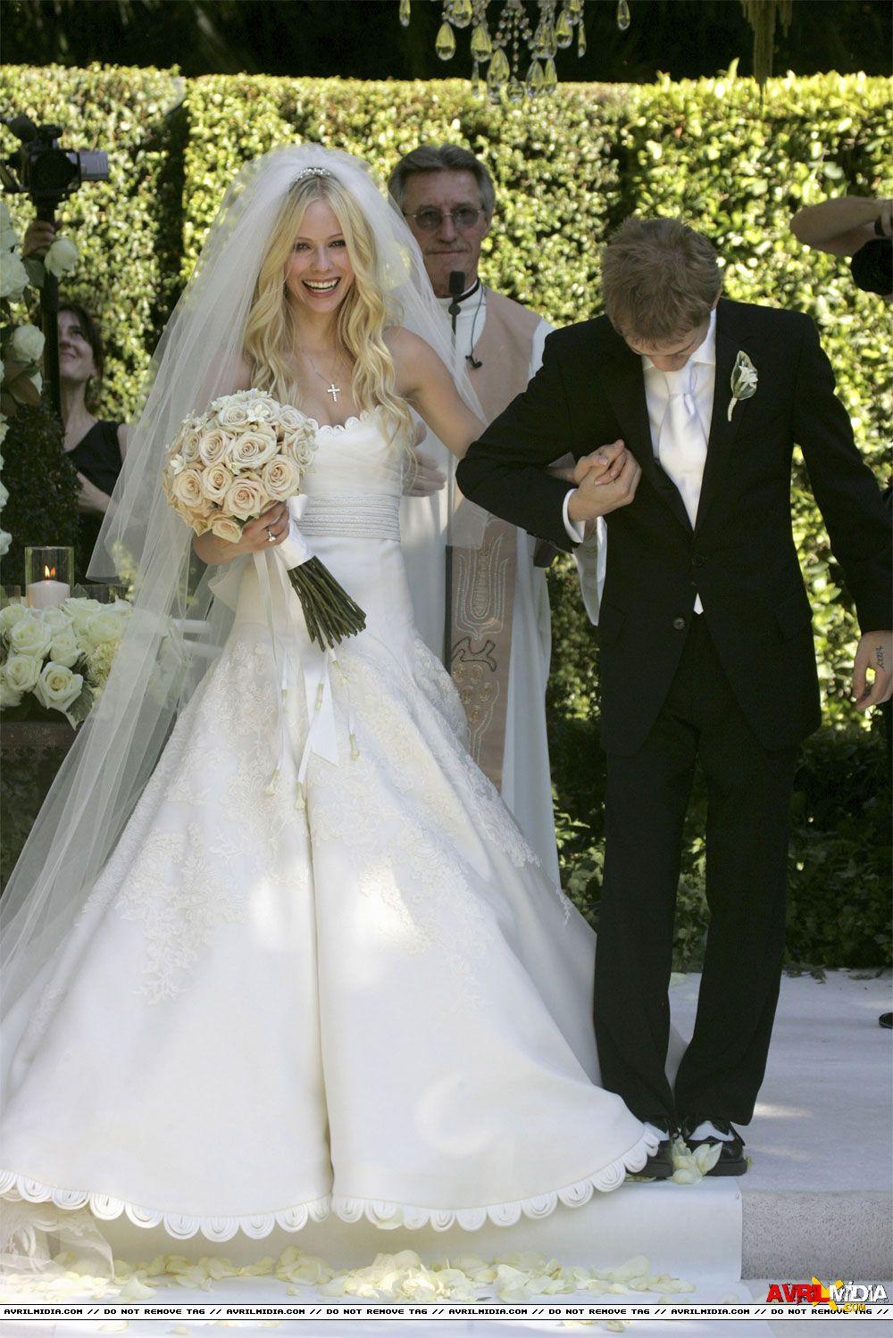 Avril Lavigne Deryck Whibley 2006 Wedding Dress Shapes Brides Wedding Dress Wedding Bridal Veils